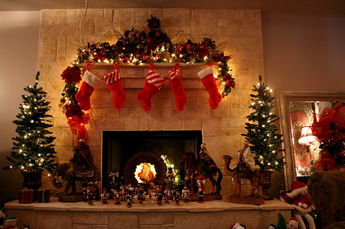 christmas-fireplace-lights-stockings-trees-Favim.com-81617 ...