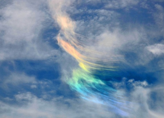 cirrus-rainbow1-110616-02